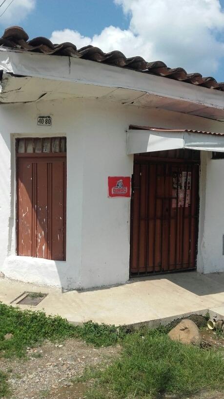 casa esquinera con 2 habitaciones