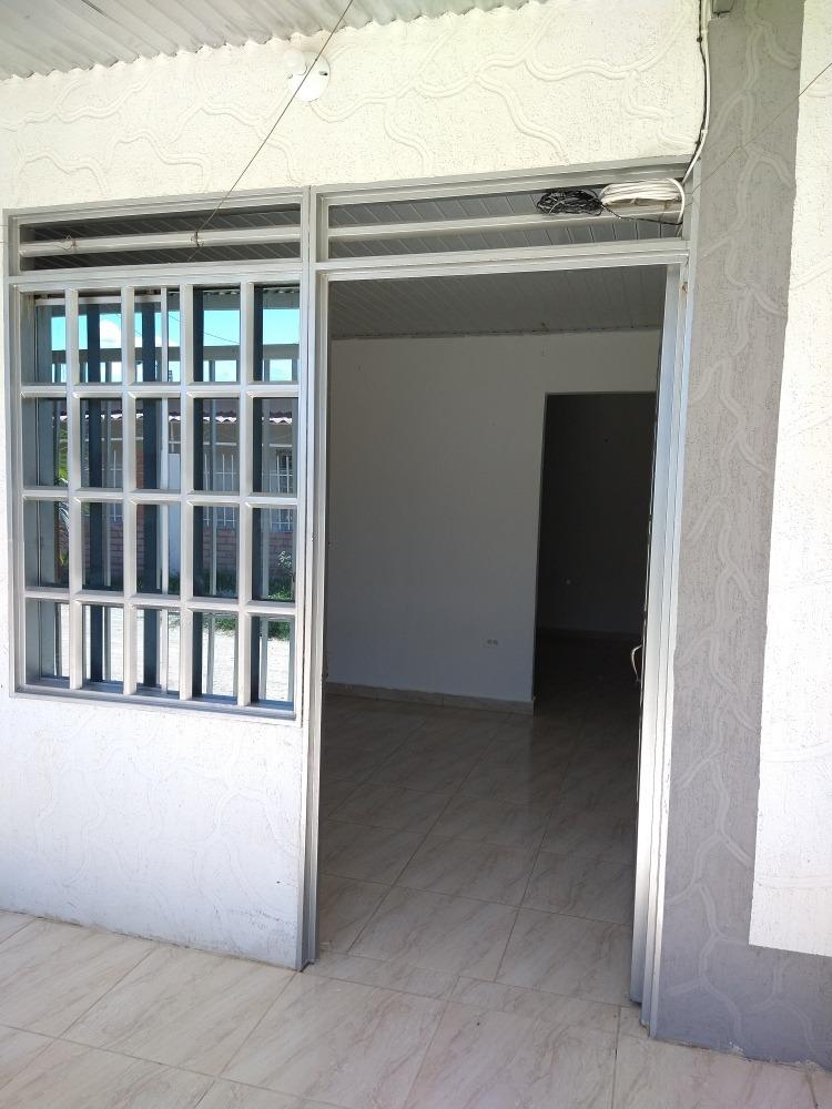 casa esquinera con 3 apartamentos independiente nueva