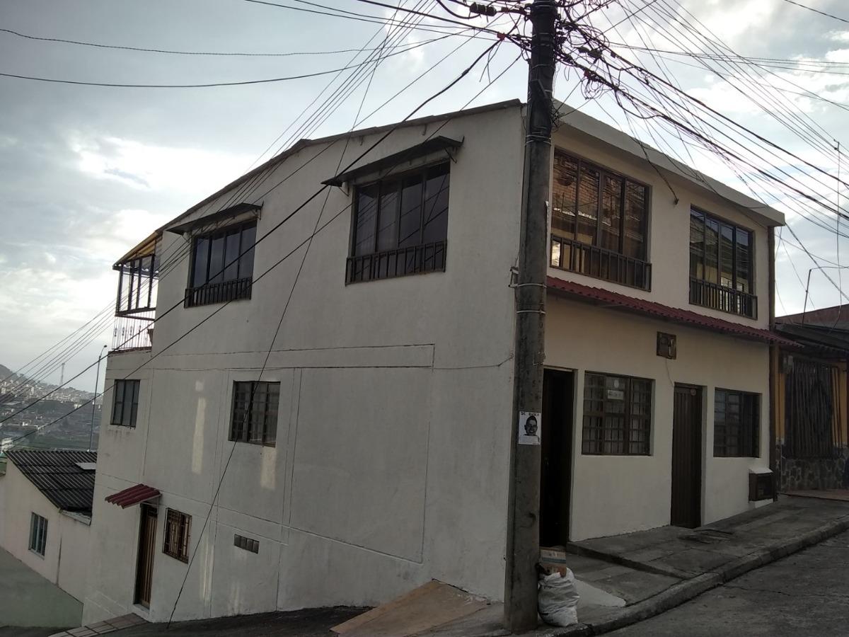 casa esquinera de 2 viviendas y un aparta estudio