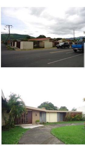 casa esquinera en san antonio de desamparados.