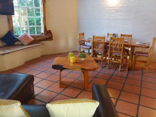 casa estilo cabaña amplio jardin