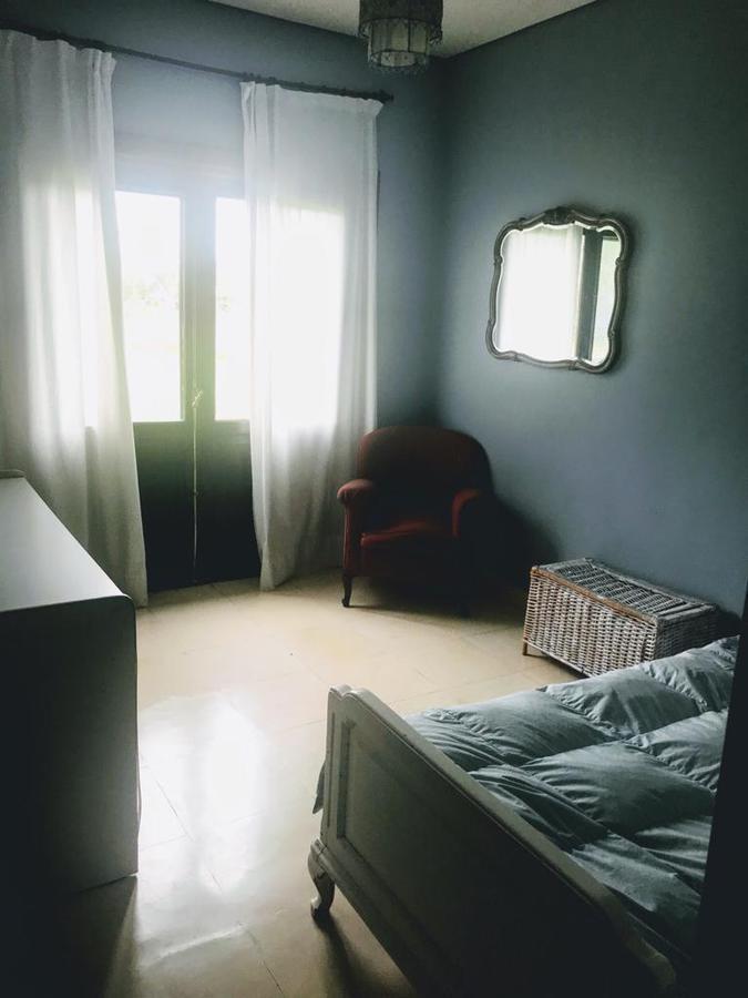 casa estilo campo de dormitorios 2 en suite. parrilla,  piscina. garaje para 2 autos. la escondida