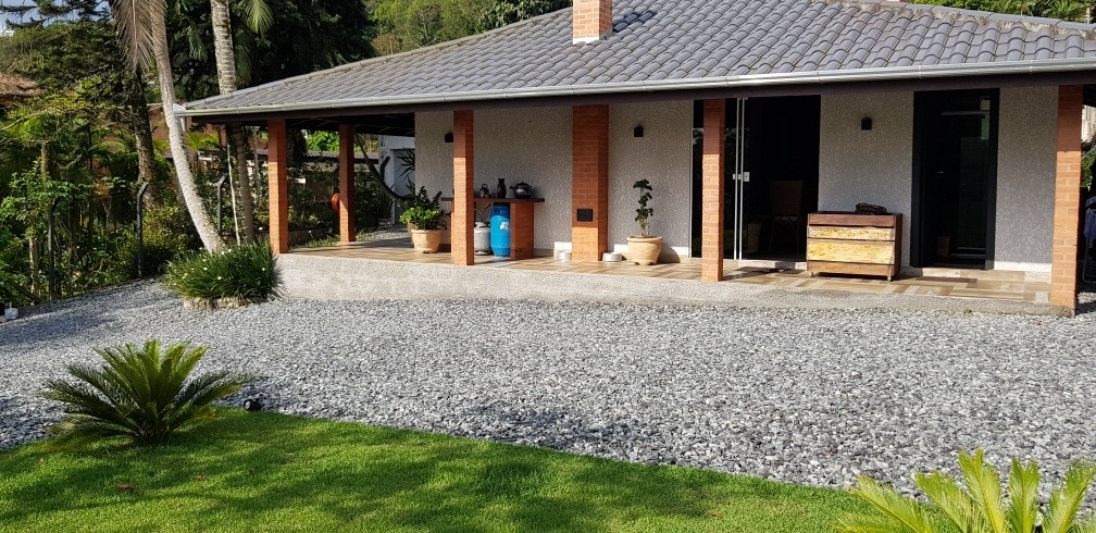 casa estilo chácara totalmente mobiliada recém reformada
