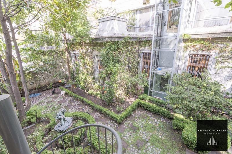 casa estilo frances con jardin en zona de embajadas