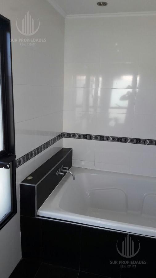 casa estilo minimalista , excelente calidad e iluminación .