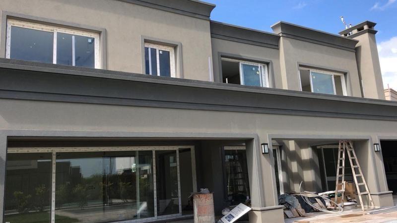 casa estilo neoclásica 5 ambientes, family, escritorio. ayres plaza. pilar