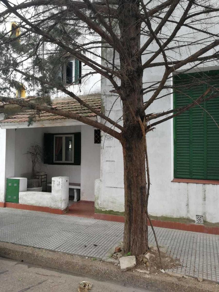 casa ex-municipal en liniers a reciclar de 4 amb con garage