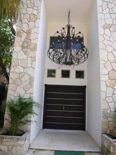casa exclusiva con alberca y jardín en zona exclusiva de playa del car