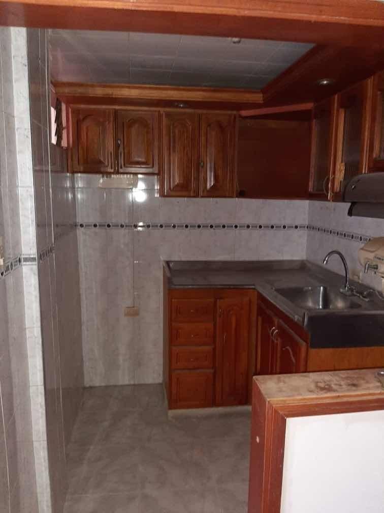 casa familiar con 7 habitaciónes y 2 baños