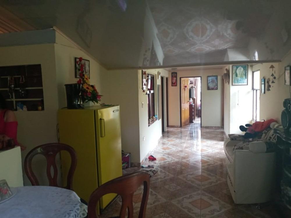 casa finca con 1 local y 3 apartamentos independientes