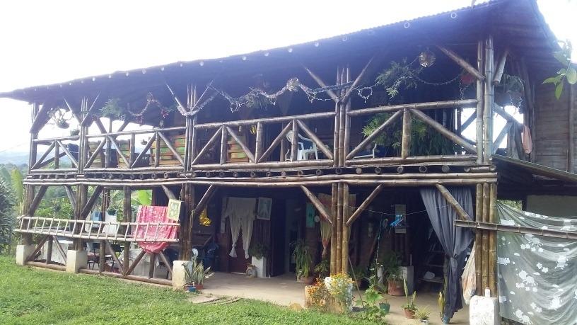 casa finca de 2 pisos, 4 habitaciones, 2 baños, con cultivos