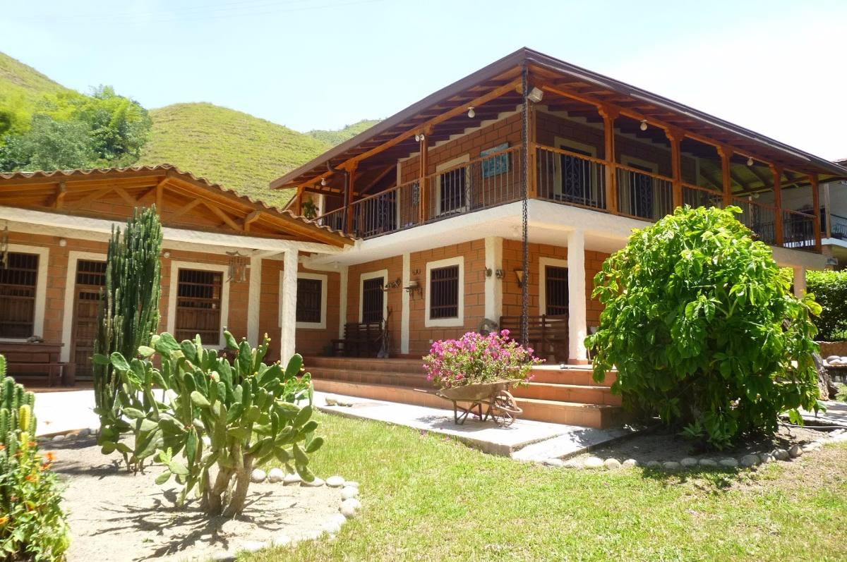casa finca de 6 alcobas y 4 baños ubicada en hispania