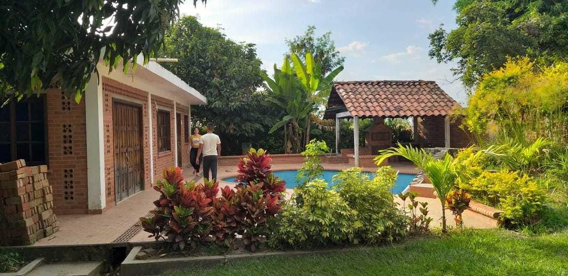 casa finca en la arboleda.1300 mts.arboles frutales.piscina