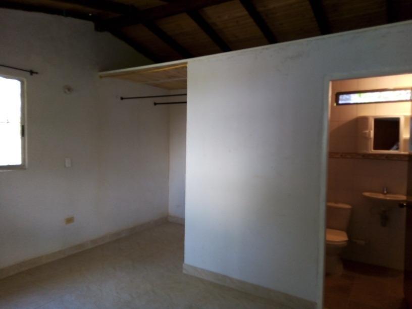 casa finca, tiene 3 piezas 3 baños, 2 salas 1 cocina