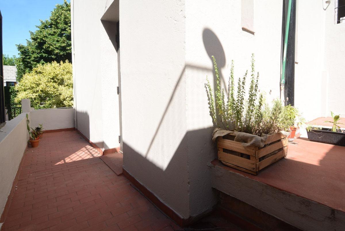 casa - flores - cuatro ambientes - lote propio