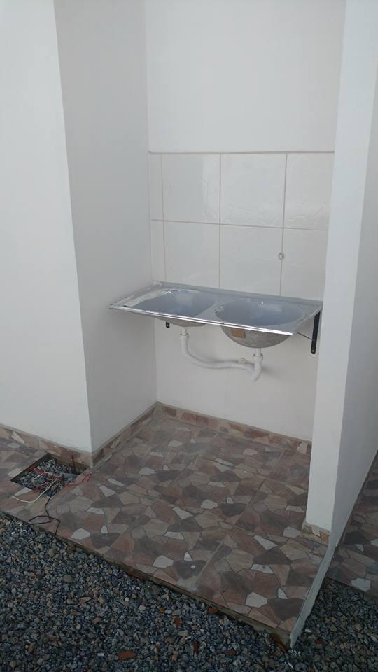 casa fora de condomínio com 3 quartos sendo 1 suíte