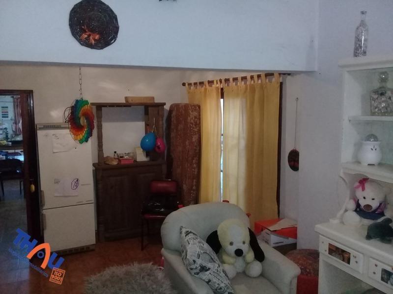 casa - fray luis beltrán con do dormitorios, cocina comedor, living, patio con pileta, asador y cochera..