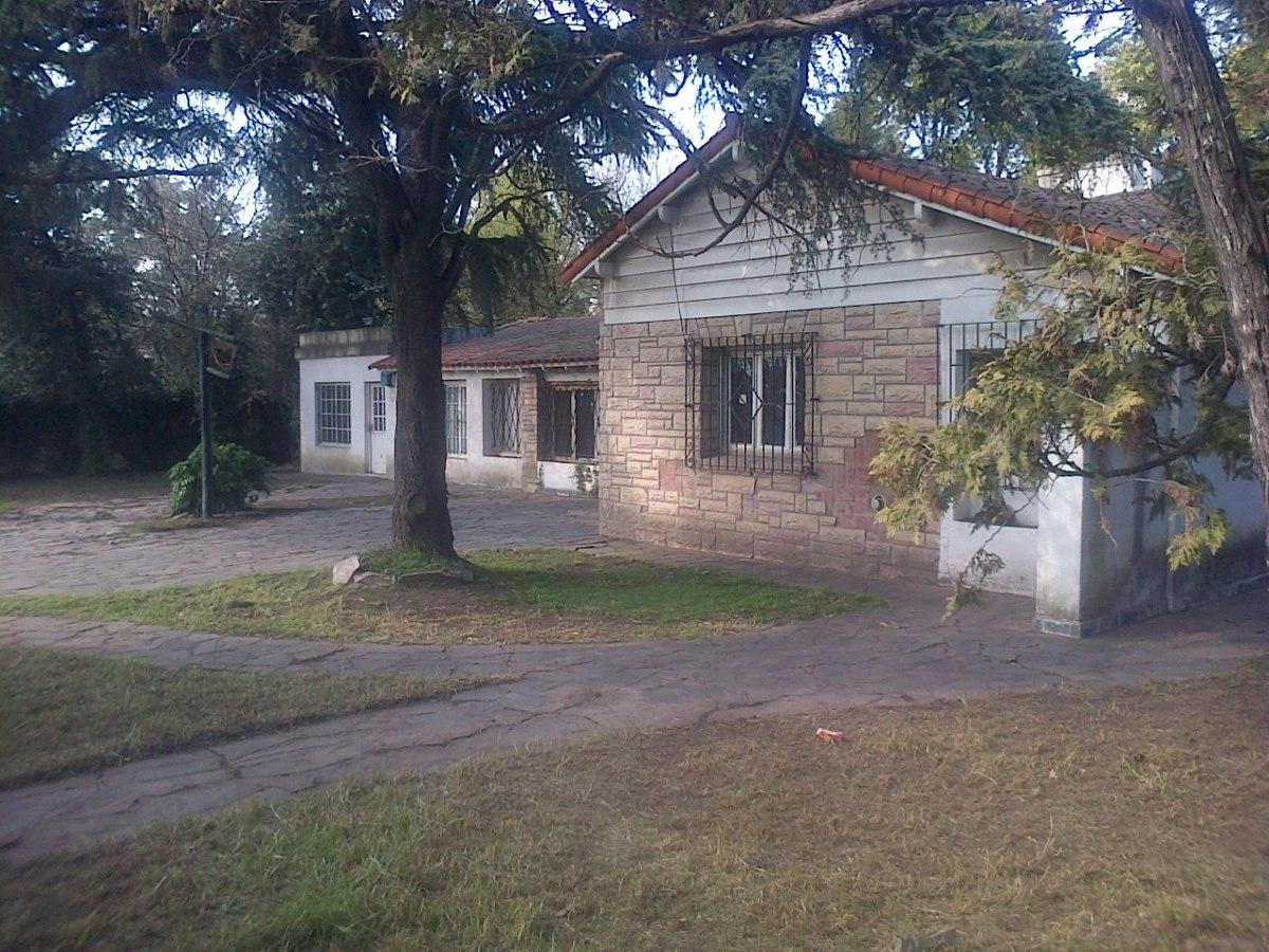 casa frente a las vías y ruta 7 excelente ubicación