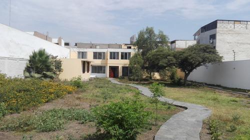 casa frente a parque en la molina