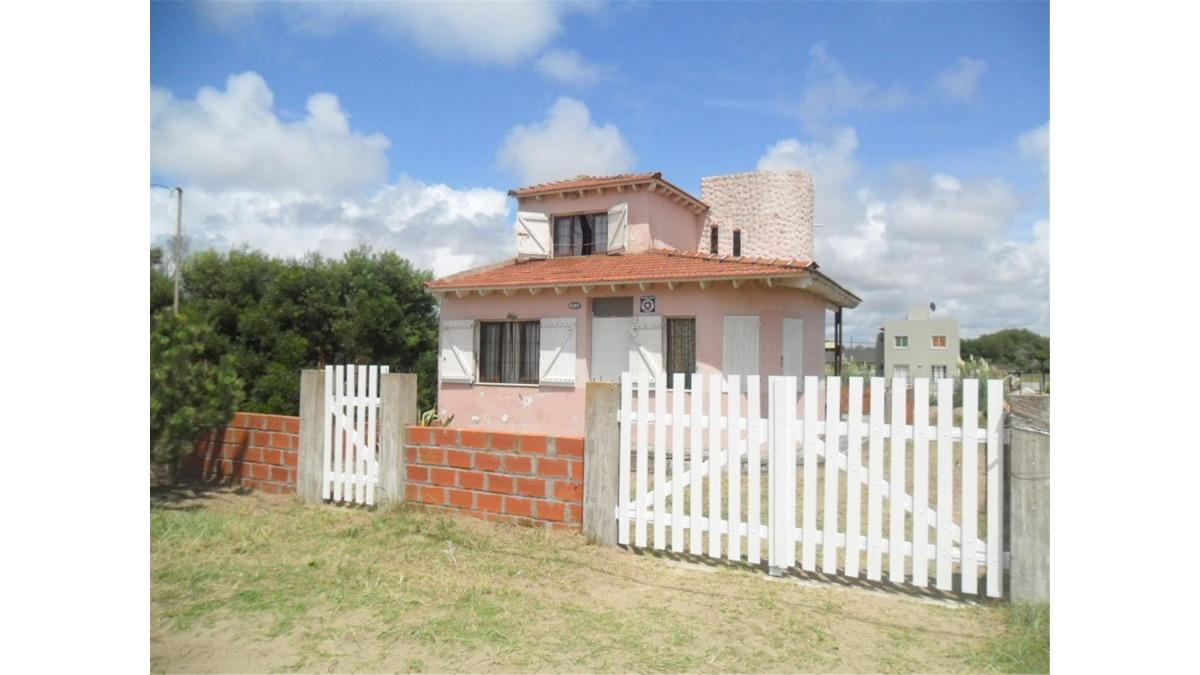 casa frente al mar en av. costanera e/ 79 y 80 (cod. 762)