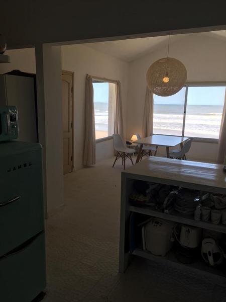casa frente al mar en costa uruguaya