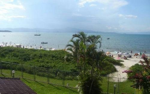 casa frente mar pé na areia terreno 1000m² praia cachoeira do bom jesus florianópolis