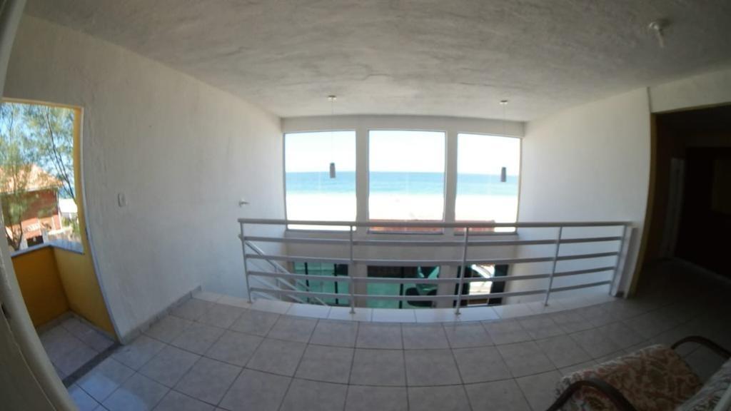 casa frente praia c/piscina, 4 q. (sendo 1 suíte) em maricá.