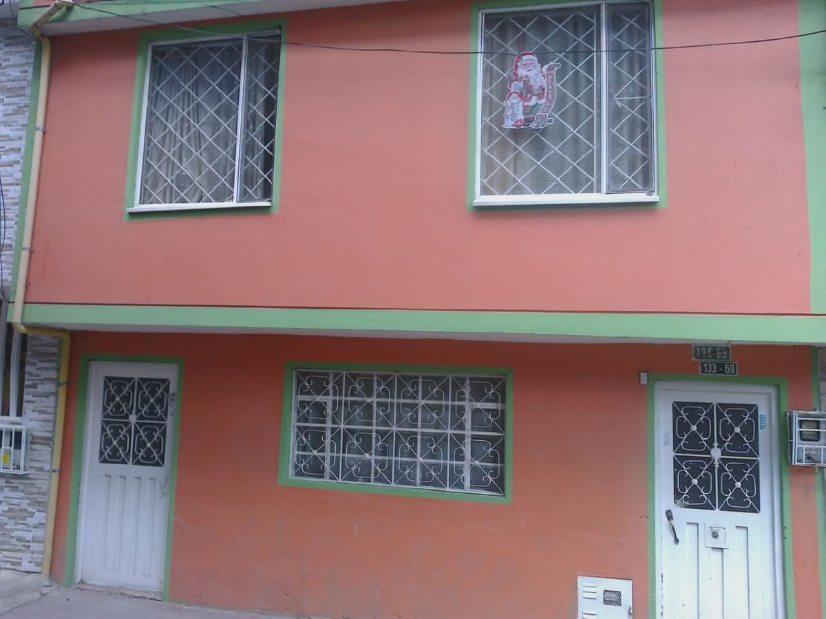 casa gaitana al pie del comercio 2 cuadras iglesia la gaitan