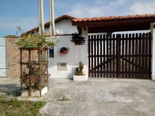 casa geminada no bairro bopiranga, em itanhaém.
