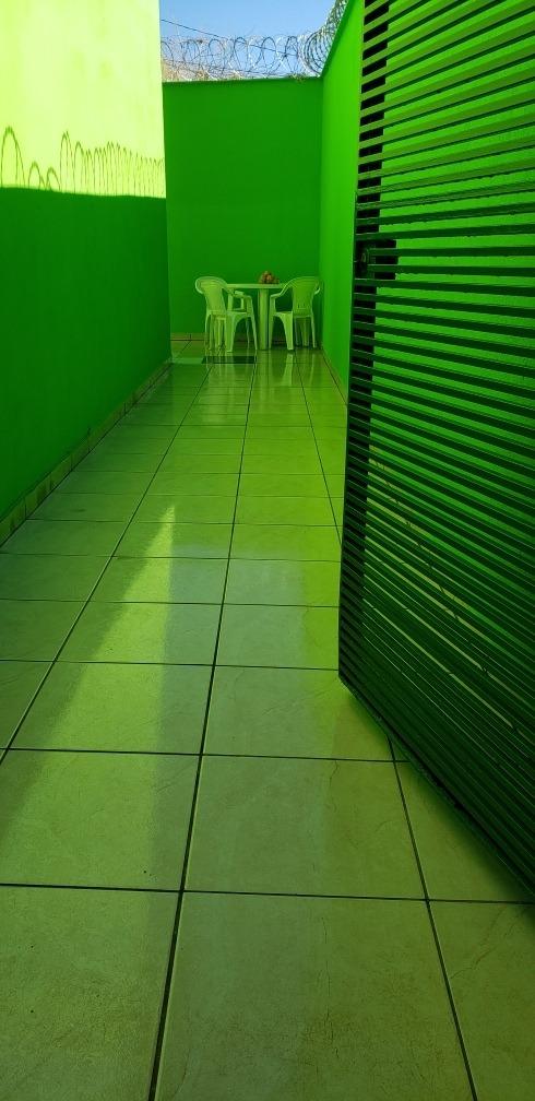 casa germinada 3 andares 1 banheiro 2 vagas de garagem.