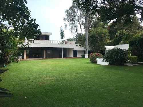 casa grande amplio jardín ideal constructores