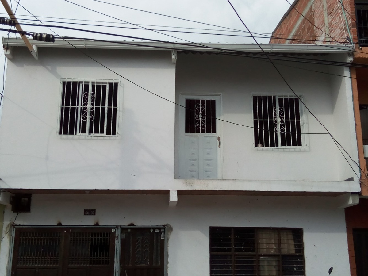 casa grande con el segundo piso para estrenar