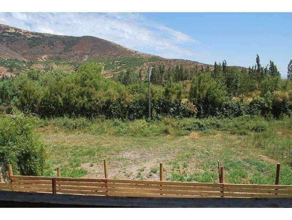 casa grande en terreno amplio, bello entorno campestre  y ubicación cercana (4 km.) a centro de la comuna la calera, v región, locomoción colectiva.