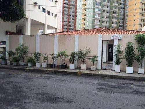 casa grande na pituba. 4 quartos sendo uma suite. sala cozinha area no fundo preço r$ 1.300.000,00 - tj762 - 3055935