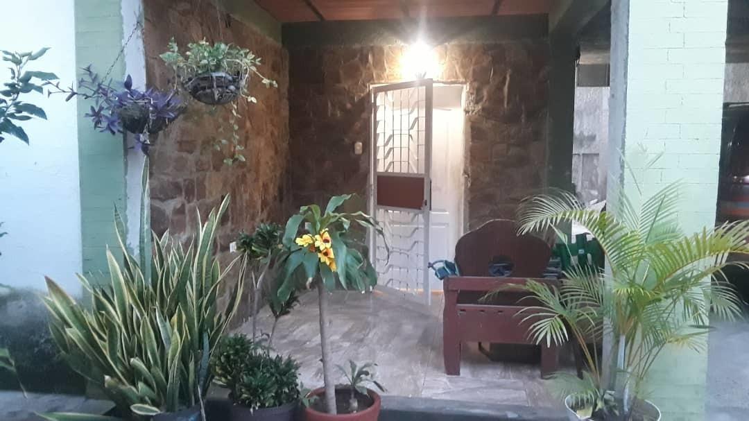 casa grande y cómoda, en excelente  condiciones, privacidad.