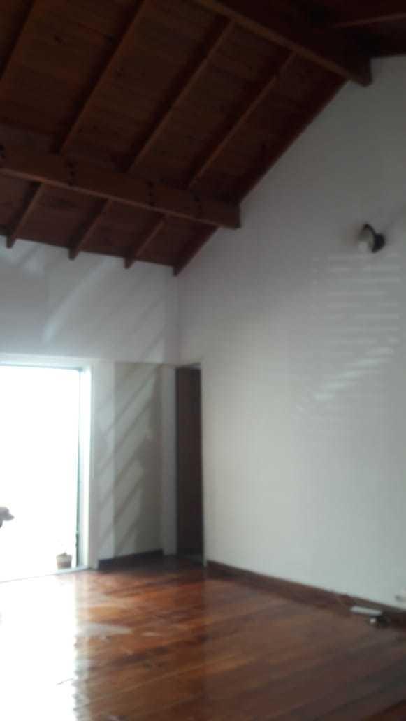 casa hermosa, 3 ambientes c/cochera, patio.