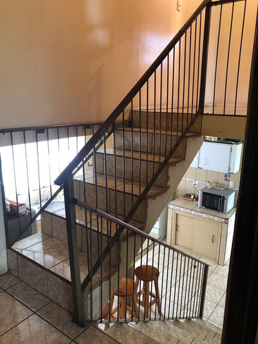 casa hermosa de 3 niveles en el centro de zarcero