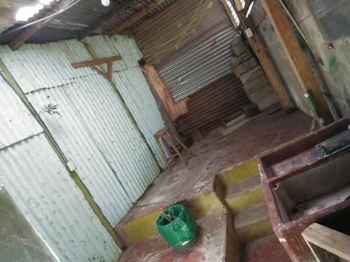casa humilde,tiene 3cuartos,1 baño,a 10min de heredia centro