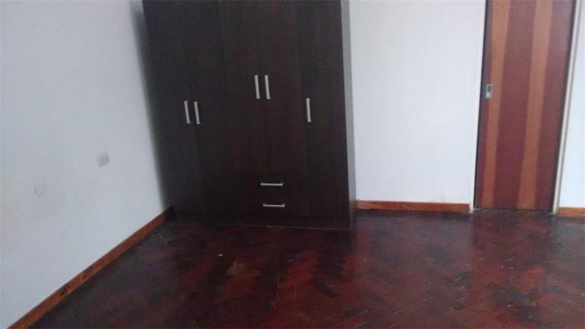 casa ideal 2 familias independientes , posibilidad de garage
