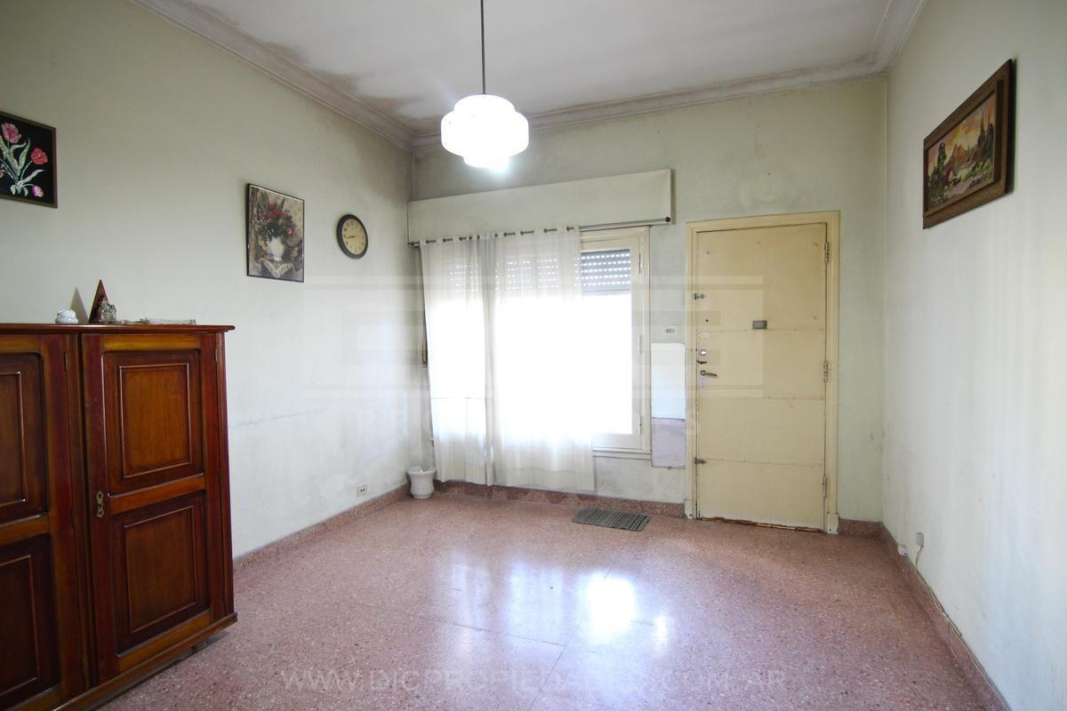 casa ideal multifamiliar con jardín y cochera, muy buena ubicación - carapachay