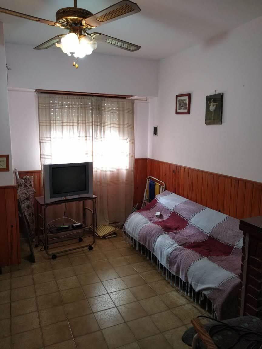 casa ideal para vivienda permanente con un dpto en el fondo