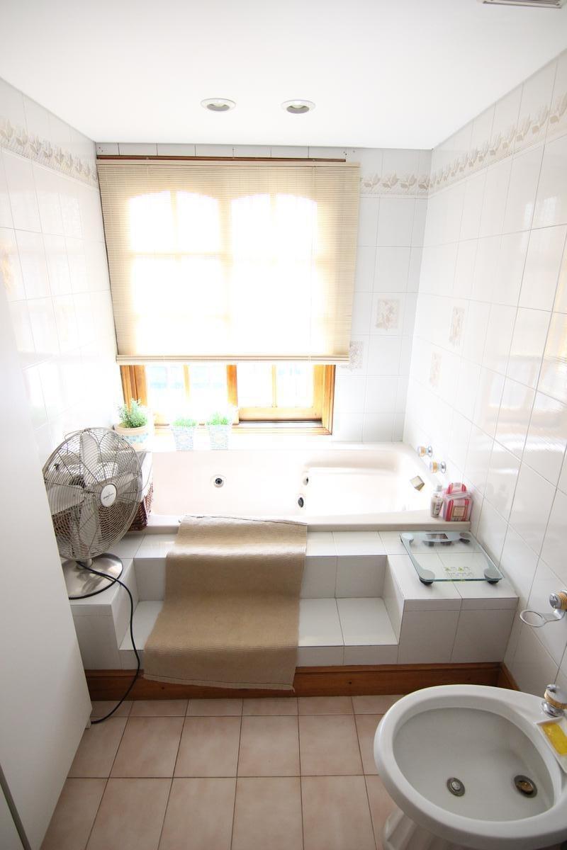 casa - impecable chalet en 4 plantas , 7 ambientes .