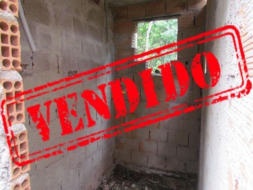 casa inacabada em lote de mil metros quadrados todo plano, com fundo para área de preservação. - 1435