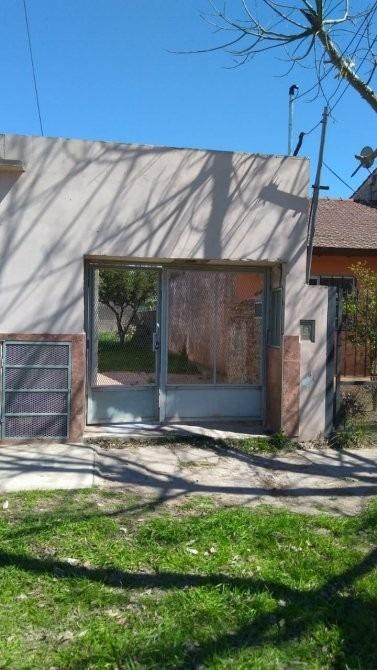 casa interna con 2 locales en venta!