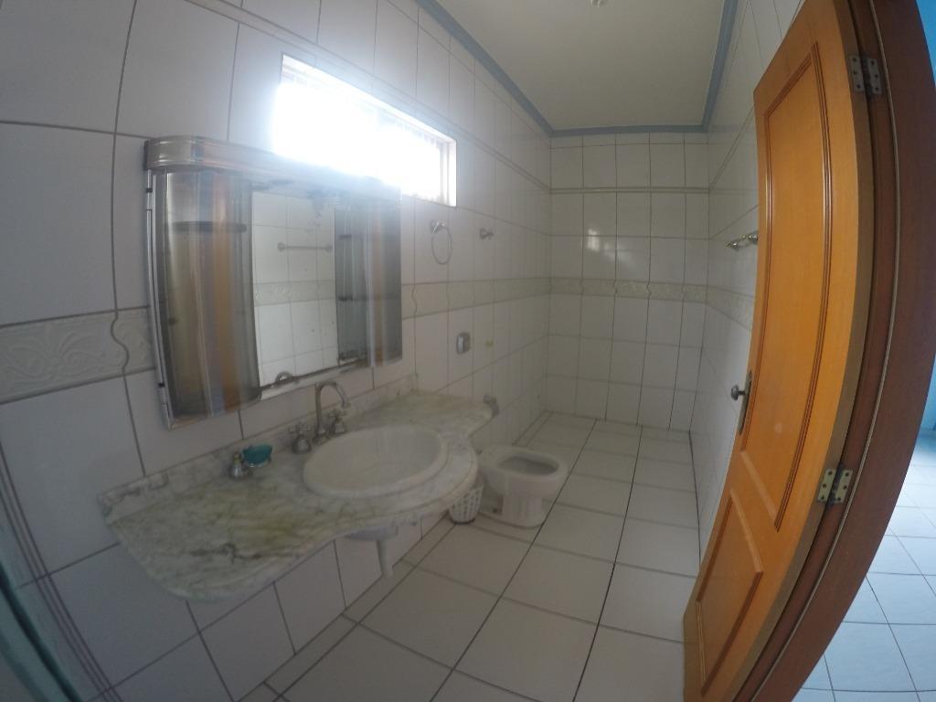 casa isolada,  com piscina  3 dormitórios para alugar, 195 m² por r$ 2.800/mês - village flamboyant - cuiabá/mt - ca0449