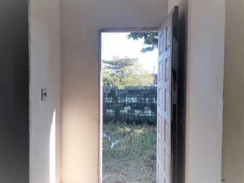 casa isolada semi acabada lado praia em itanhaém