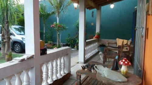 casa lado praia, com 2 quartos, lote inteiro, escriturada!