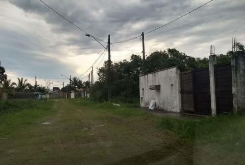 casa lado praia em itanhaém, terreno amplo, c/ escritura
