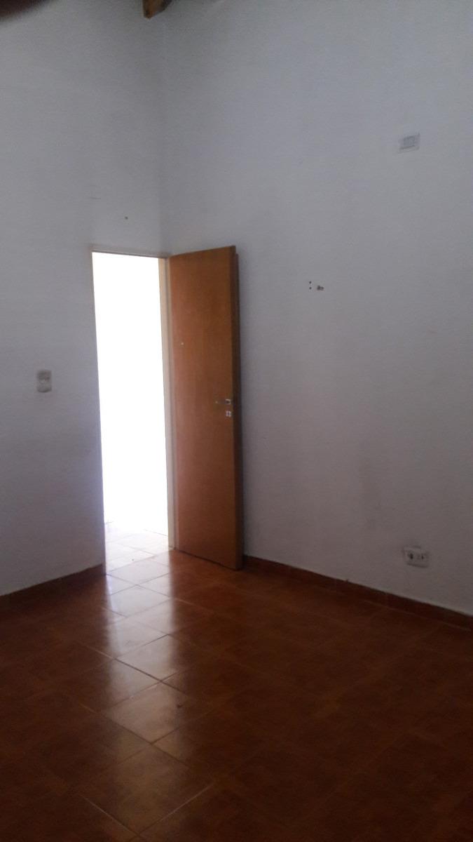casa laferrere centro 2 dormitorios p.h. fte a plaza