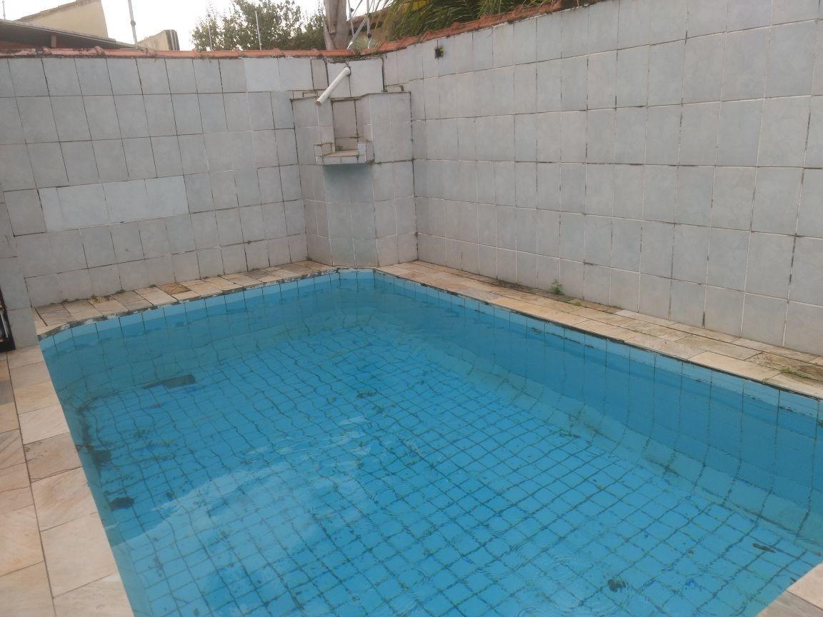 casa linda com piscina  lado praia em mongaguá 180 mil